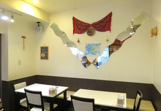 M&Yルーマニア料理店内