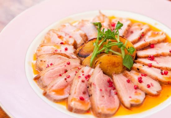 フレンチレストランFleurカモ肉のロースト オレンジソース