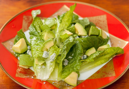 フレンチレストランFleurロメインレタスとアボカドのサラダ